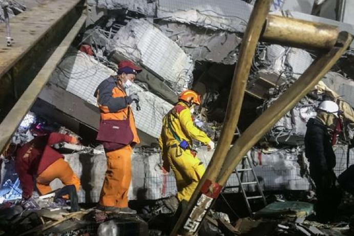 Taiwan, le vittime del terremoto salgono a 44: arrestate tre persone