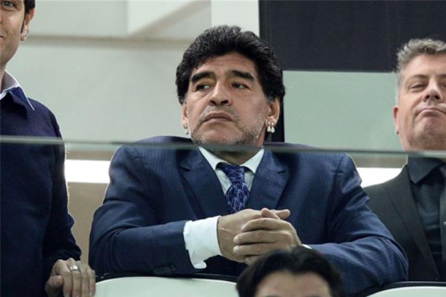 Maradona chiamato da Papa Francesco per la