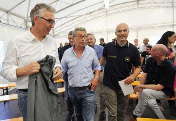 Terremoto, Renzi: danni per almeno 4 miliardi. In tenda ancora 2.500
