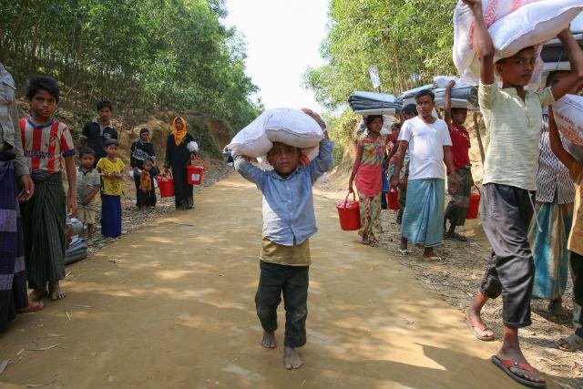 Myanmar, Msf: almeno 6.700 Rohingya uccisi in un mese di violenze