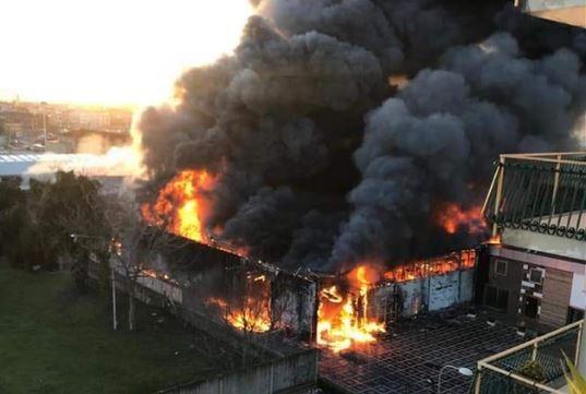 e26c2eabb64a8 Napoli, maxi incendio in una fabbrica di Casoria - Protezione Civile ...