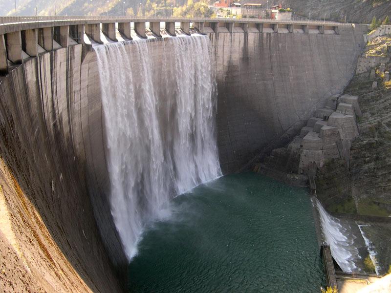 La diga e il lago di combanera la cassa il paese la - Lago lungo bagno di romagna ...